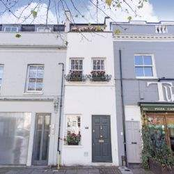 7ft 7in wide house comes to the market in London
