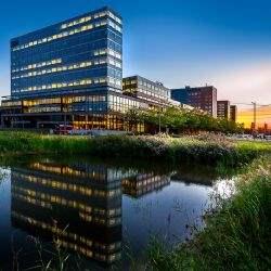 Savills adviseert Deka bij de verhuur van 2,167 m² in het Adam Smith gebouw