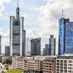 """Savills advises Société Générale: financial services company extends lease at Frankfurt's """"Garden Tower"""""""