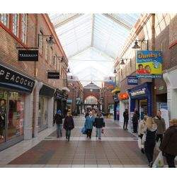 Green Oaks Shopping Centre welcomes two new retailers in Widnes