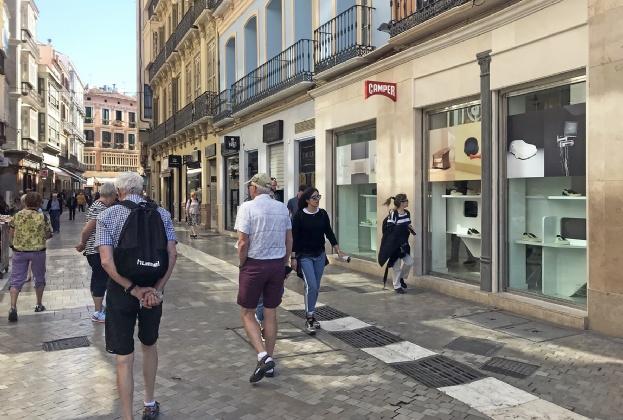 Food and Moments Group abre una tienda de Hard Rock Cafe en el centro de Málaga de la mano de Savills Aguirre Newman