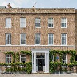 Virginia Woolf's former home and birthplace of the Hogarth Press has been converted into two exquisite townhouses in the centre of Richmond
