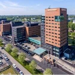 Raiffeisen verkoopt kantorencomplex 'De Admiraal'